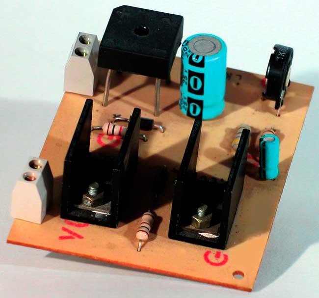 Простая схема для зарядки аккумуляторов